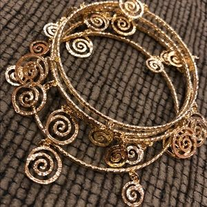 Set of 4 gold type bangle bracelets